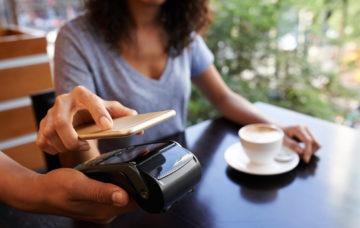 Рост безналичной оплаты в ресторанах